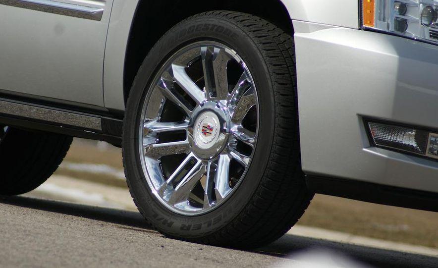 2010 Cadillac Escalade ESV Platinum AWD - Slide 37