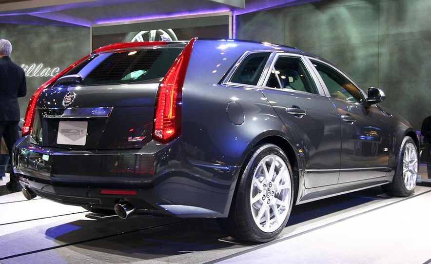 2011 Cadillac CTS-V Sport Wagon - Slide 1