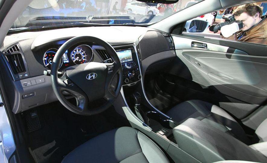 2011 Hyundai Sonata hybrid - Slide 7