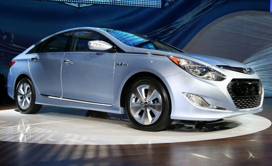 2011 Hyundai Sonata hybrid - Slide 1