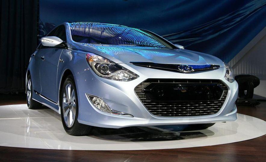 2011 Hyundai Sonata hybrid - Slide 2