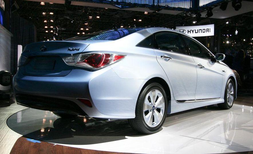 2011 Hyundai Sonata hybrid - Slide 3