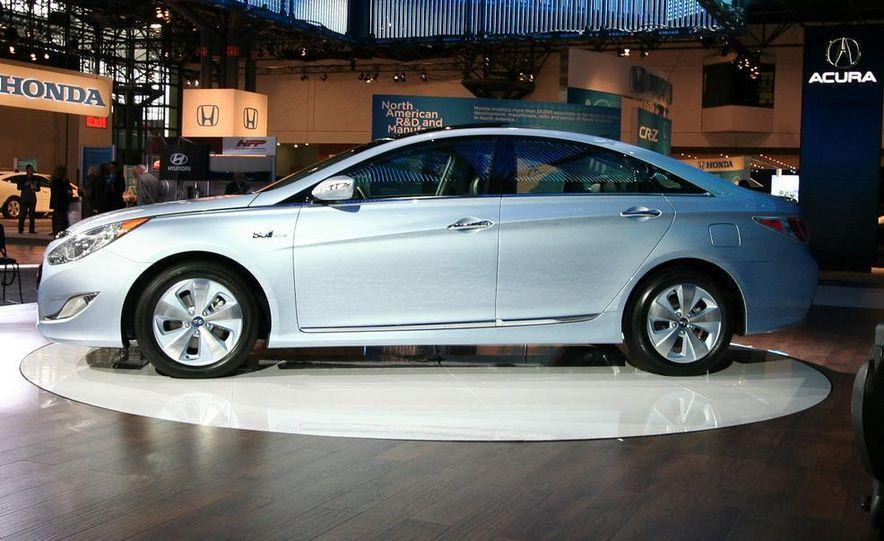2011 Hyundai Sonata hybrid - Slide 4