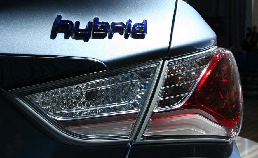 2011 Hyundai Sonata hybrid - Slide 11