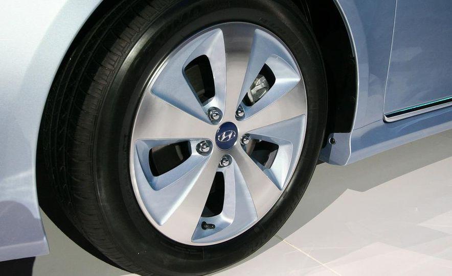 2011 Hyundai Sonata hybrid - Slide 9