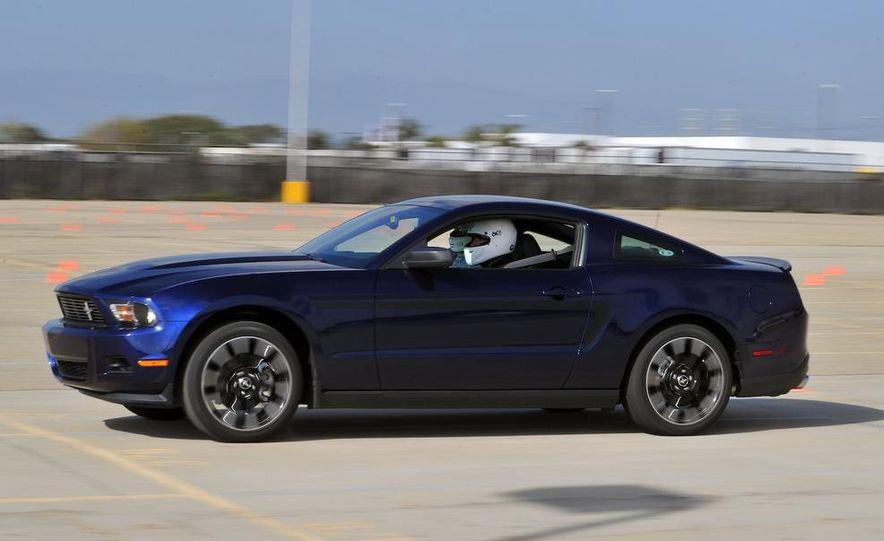 2011 Ford Mustang V-6 - Slide 9