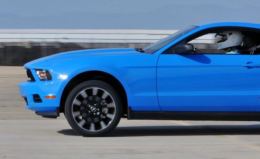 2011 Ford Mustang V-6 - Slide 13