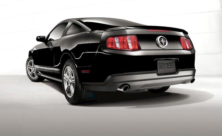 2011 Ford Mustang V-6 - Slide 32