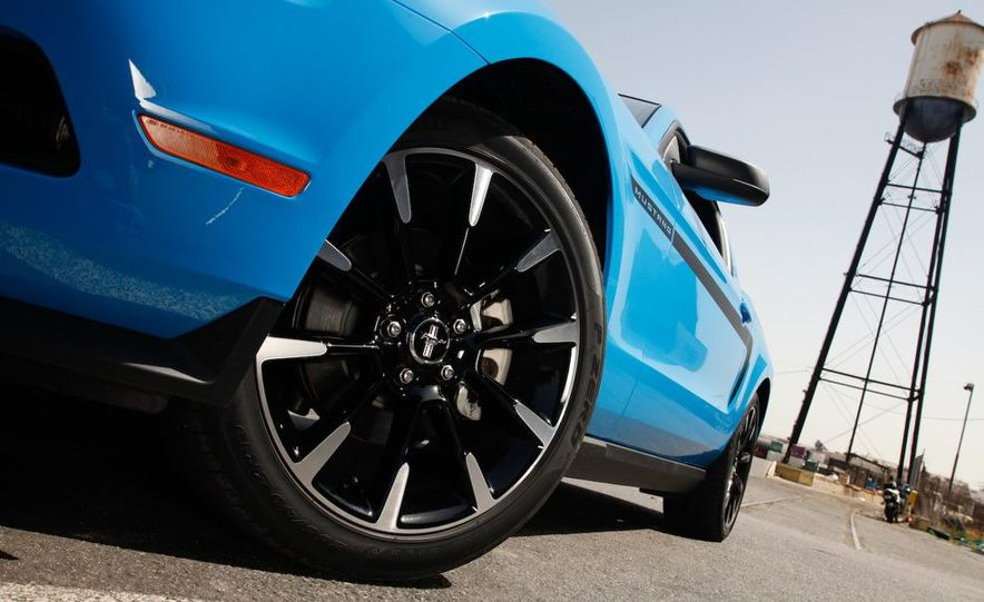 2011 Ford Mustang V-6 - Slide 5