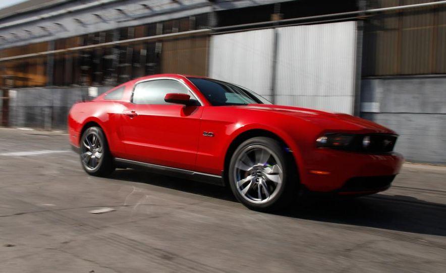 2011 Ford Mustang GT 5.0 - Slide 1