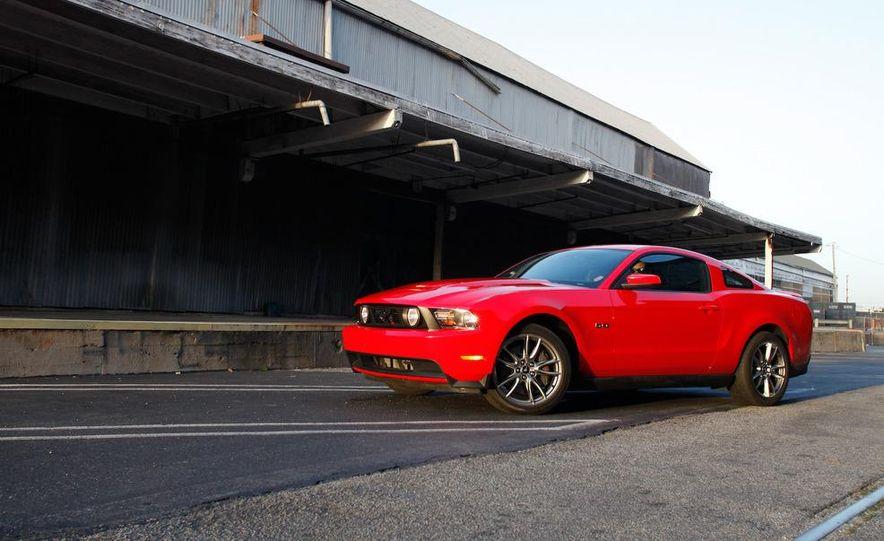 2011 Ford Mustang GT 5.0 - Slide 3