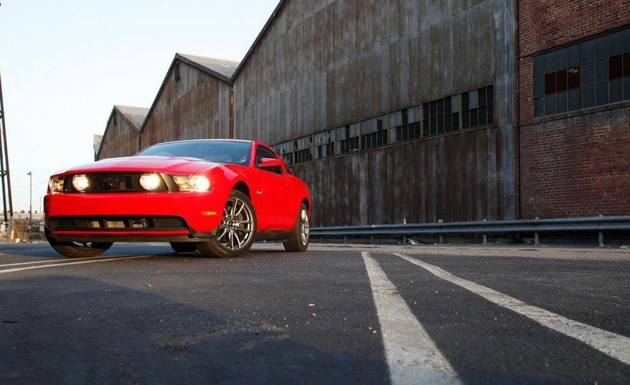 2011 Ford Mustang GT 5.0 - Slide 4