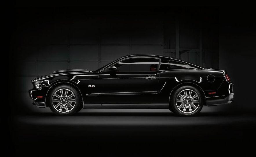 2011 Ford Mustang GT 5.0 - Slide 16