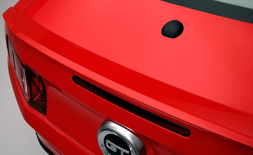 2011 Ford Mustang GT 5.0 - Slide 32