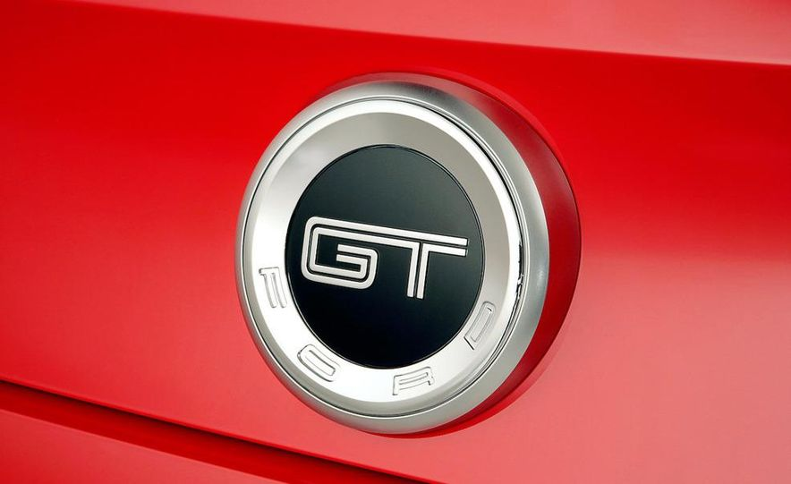 2011 Ford Mustang GT 5.0 - Slide 28