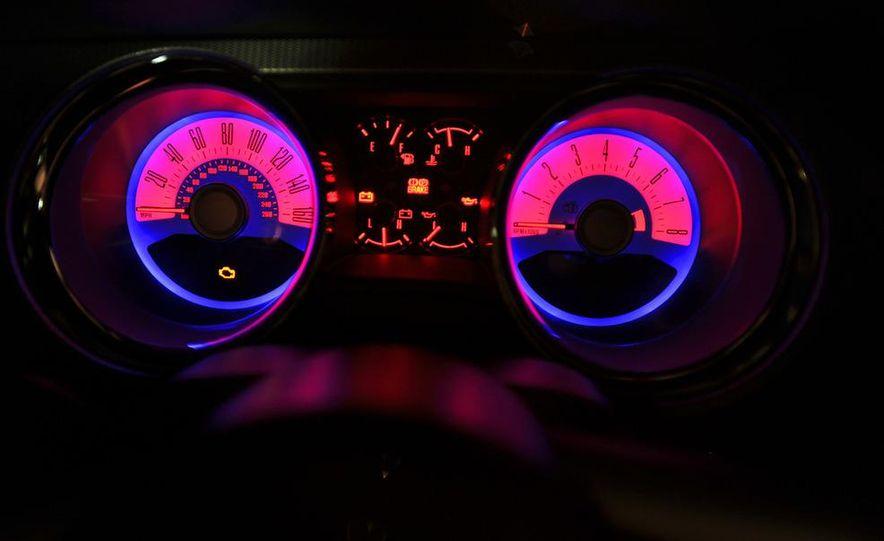 2011 Ford Mustang GT 5.0 - Slide 39