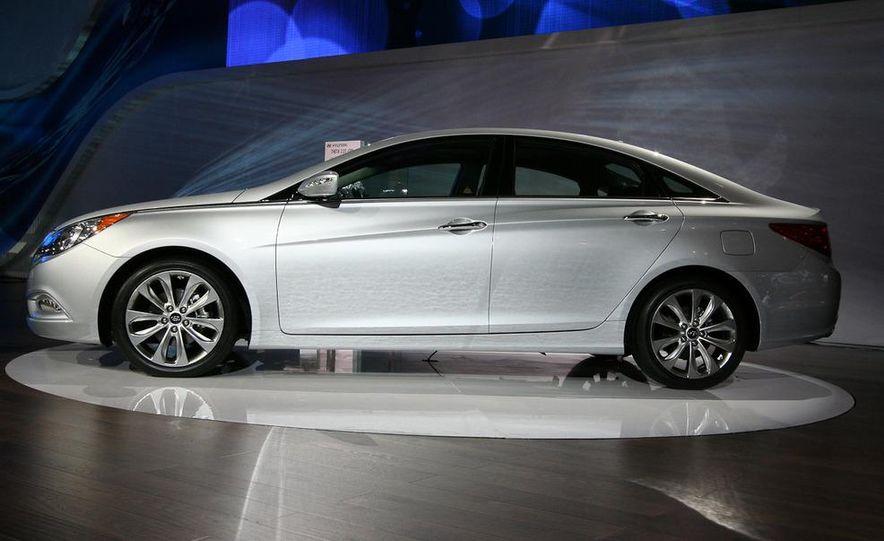 2011 Hyundai Sonata 2.0T - Slide 2