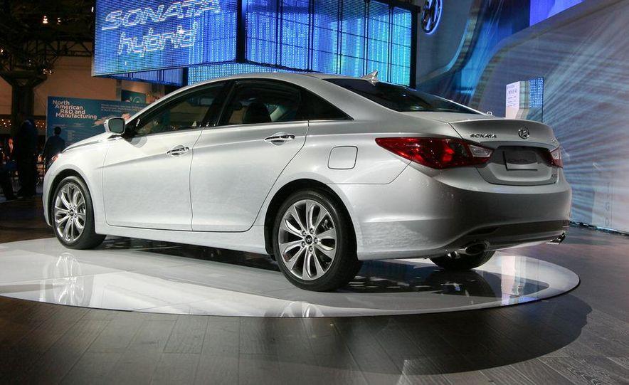 2011 Hyundai Sonata 2.0T - Slide 3