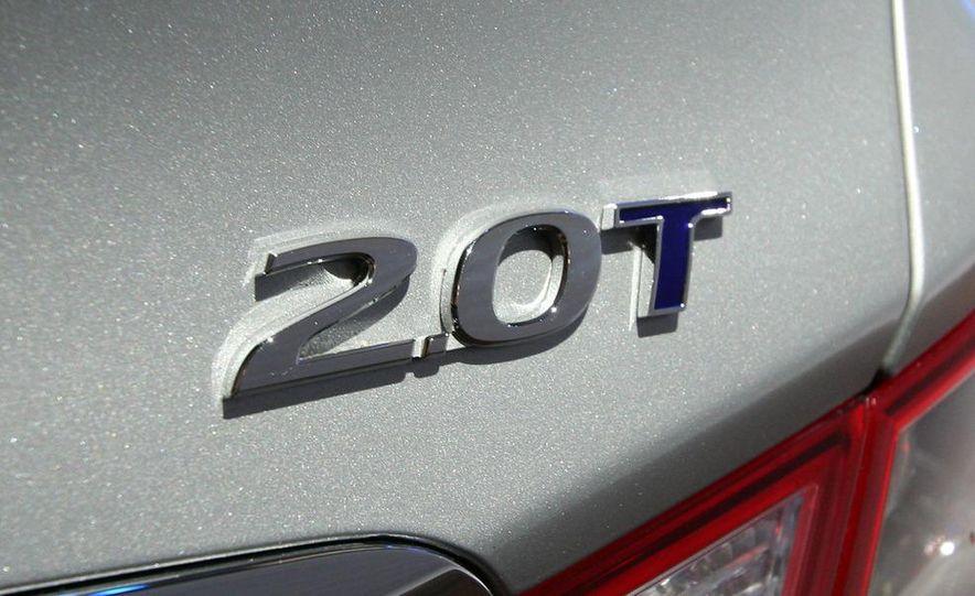 2011 Hyundai Sonata 2.0T - Slide 4