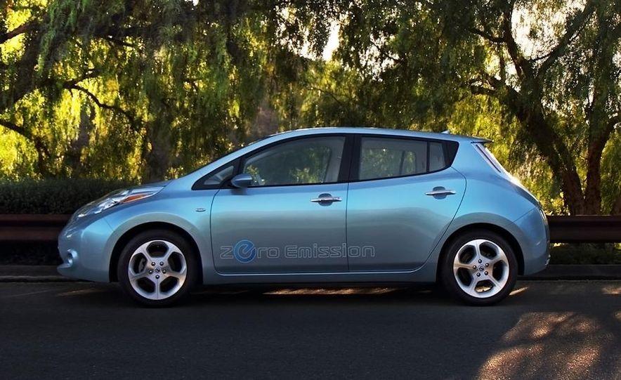 2011 Nissan Leaf - Slide 1