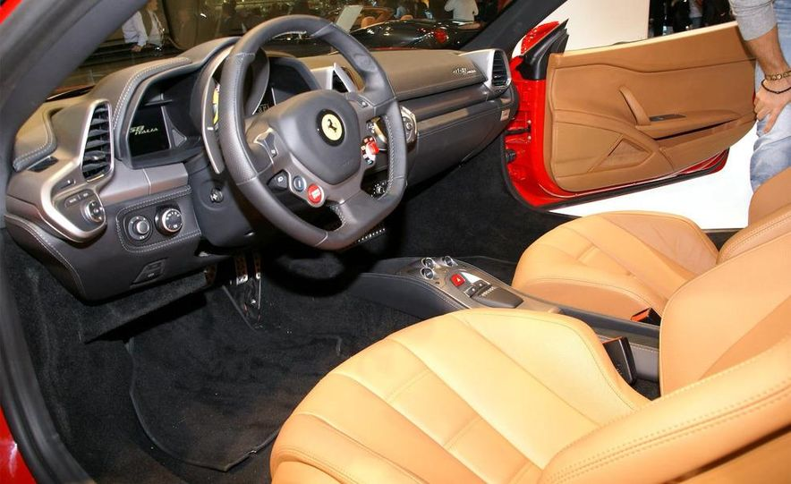 2012 Ford Focus 5-door hatchback and sedan - Slide 17