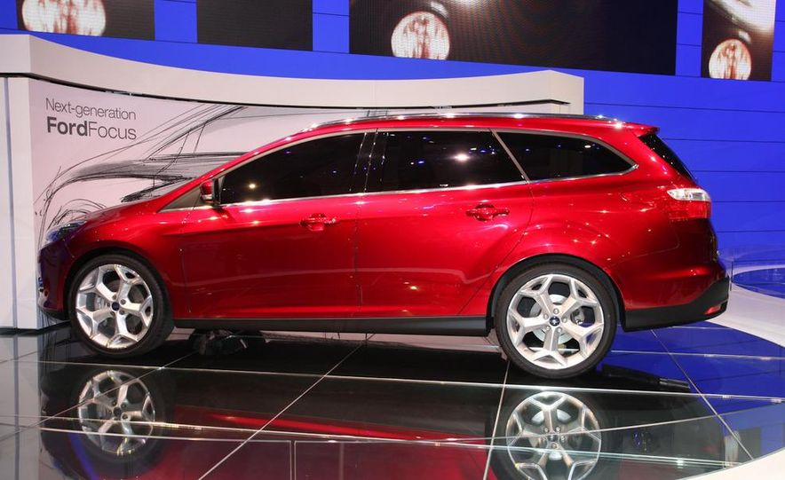 2012 Ford Focus 5-door hatchback and sedan - Slide 11