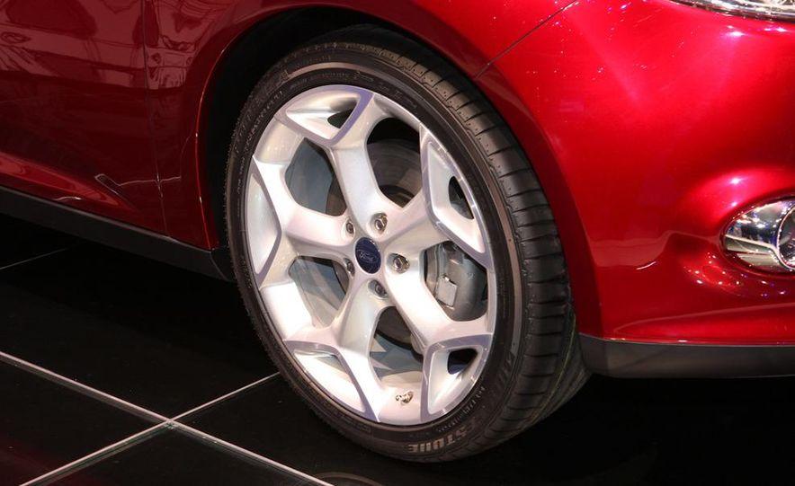 2012 Ford Focus 5-door hatchback and sedan - Slide 12