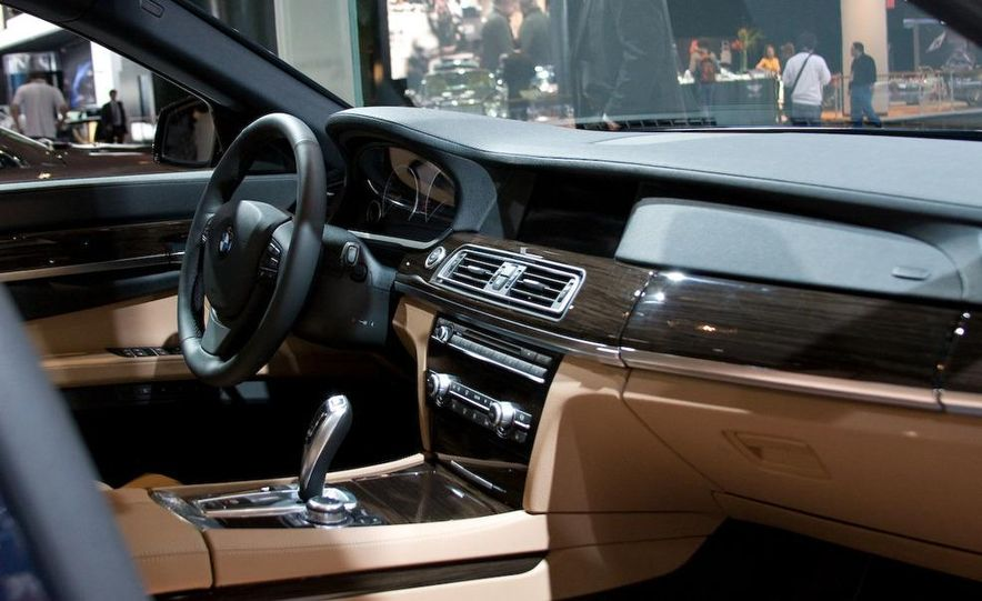 2012 Ford Focus 5-door hatchback and sedan - Slide 52