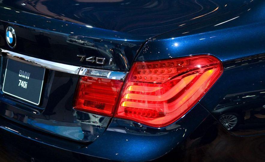 2012 Ford Focus 5-door hatchback and sedan - Slide 51