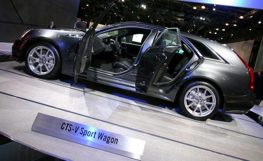 2012 Ford Focus 5-door hatchback and sedan - Slide 57