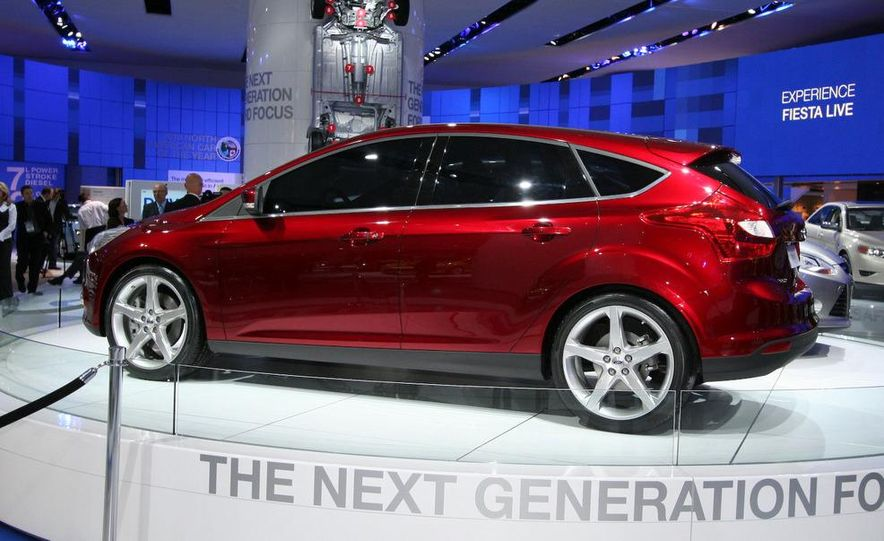 2012 Ford Focus 5-door hatchback and sedan - Slide 3