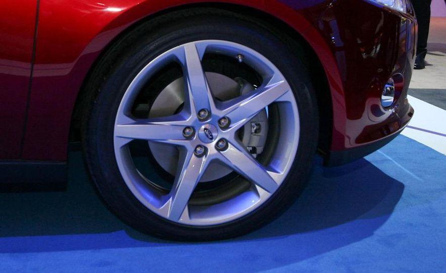 2012 Ford Focus 5-door hatchback and sedan - Slide 4