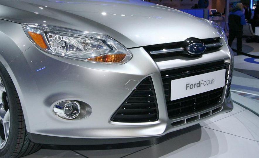 2012 Ford Focus 5-door hatchback and sedan - Slide 7
