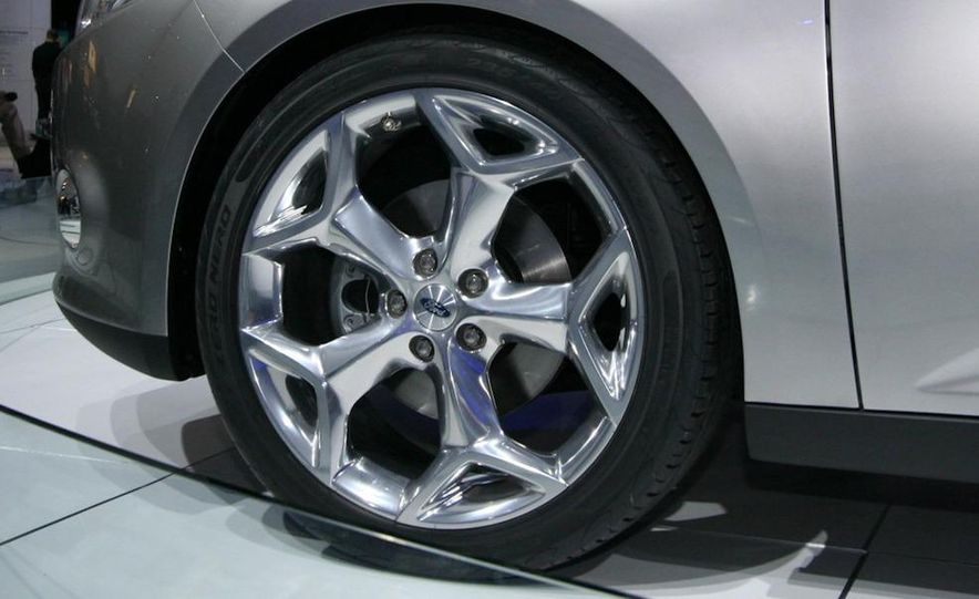 2012 Ford Focus 5-door hatchback and sedan - Slide 8