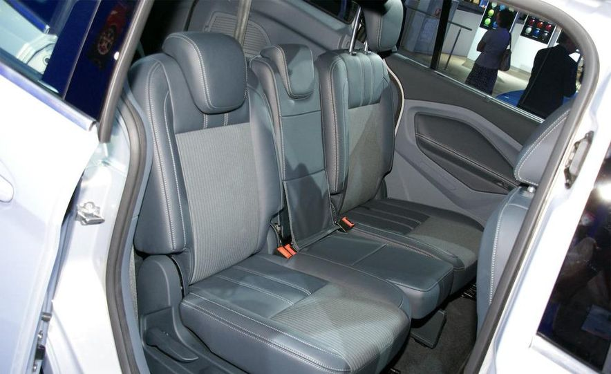 2012 Ford Focus 5-door hatchback and sedan - Slide 47