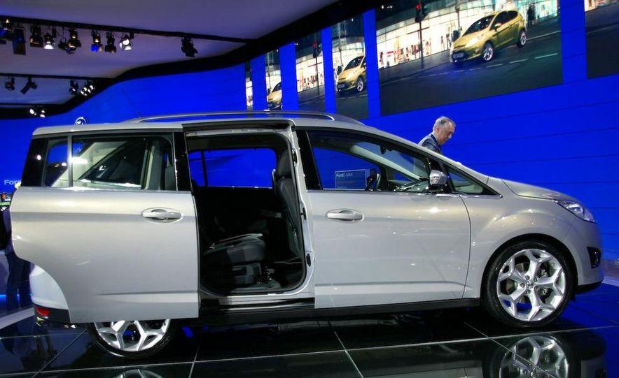 2012 Ford Focus 5-door hatchback and sedan - Slide 45
