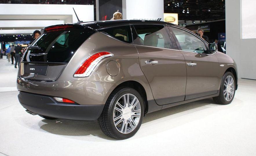 2012 Ford Focus 5-door hatchback and sedan - Slide 39