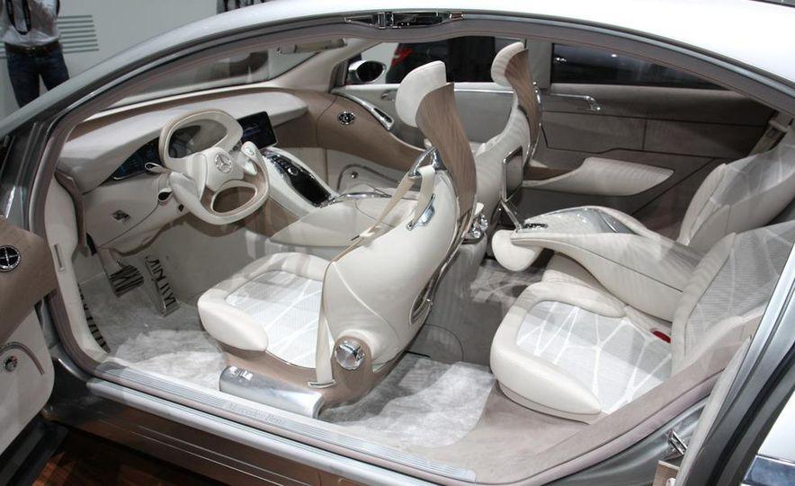 2012 Ford Focus 5-door hatchback and sedan - Slide 27