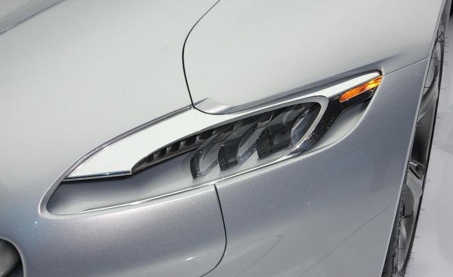 2012 Ford Focus 5-door hatchback and sedan - Slide 35