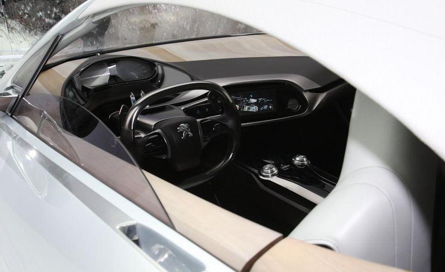 2012 Ford Focus 5-door hatchback and sedan - Slide 37