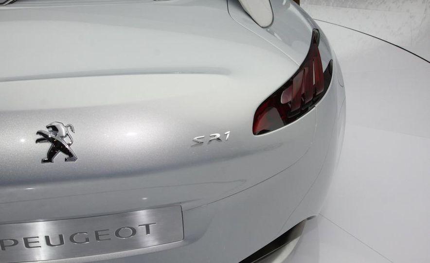 2012 Ford Focus 5-door hatchback and sedan - Slide 36