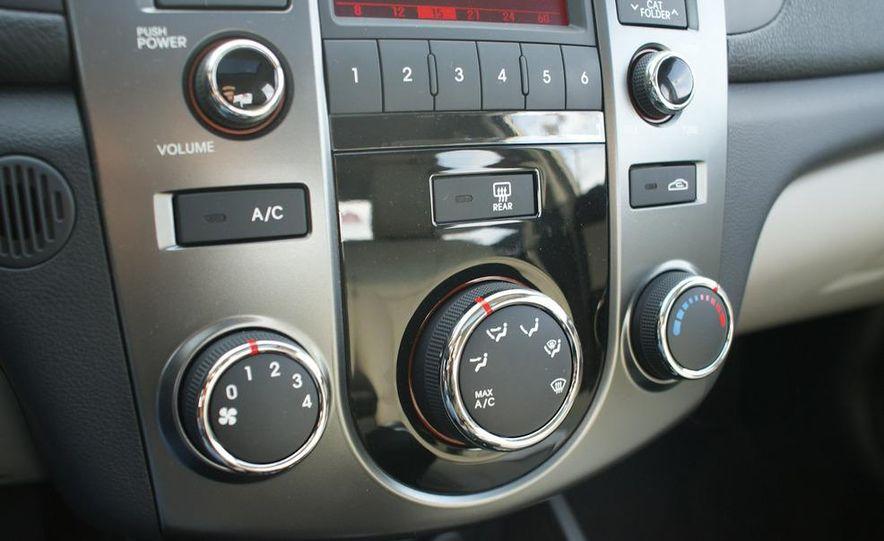 2011 Kia Forte 5-door - Slide 27