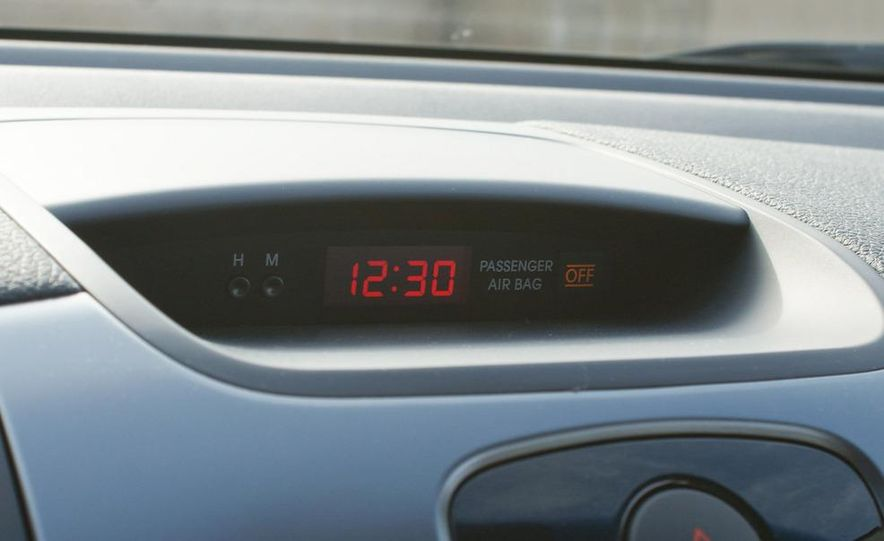 2011 Kia Forte 5-door - Slide 26