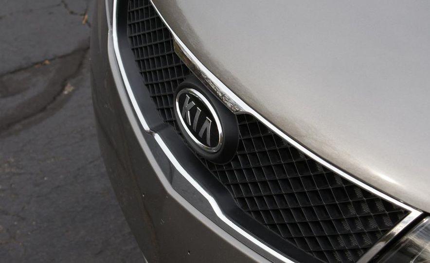2011 Kia Forte 5-door - Slide 23