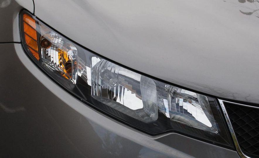 2011 Kia Forte 5-door - Slide 16