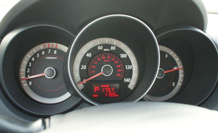 2011 Kia Forte 5-door - Slide 37