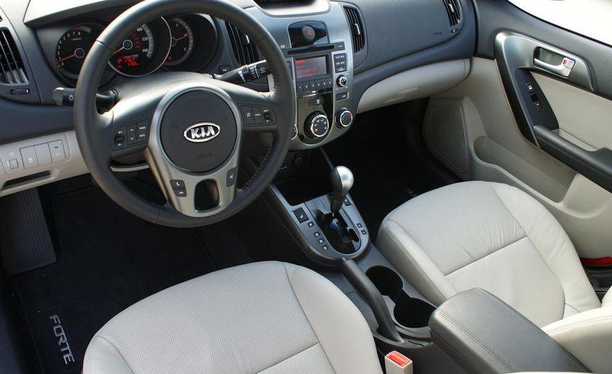 2011 Kia Forte 5-door - Slide 31