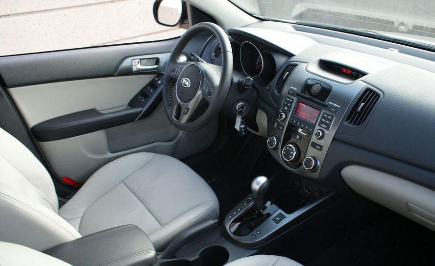 2011 Kia Forte 5-door - Slide 33