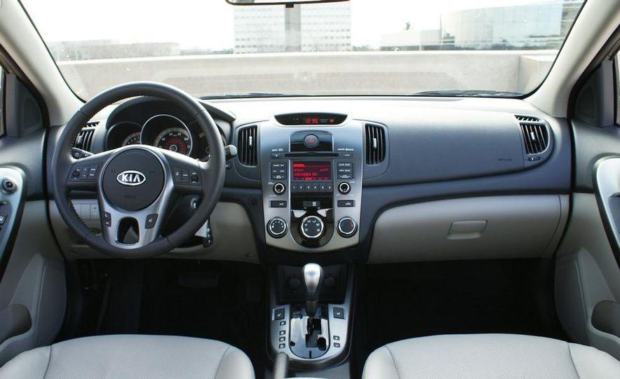2011 Kia Forte 5-door - Slide 34