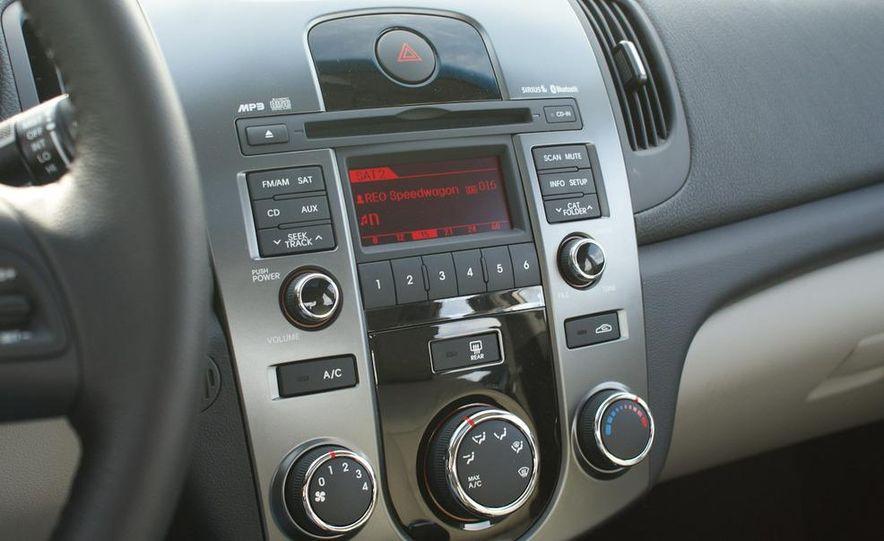 2011 Kia Forte 5-door - Slide 38
